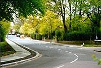 Fig 33 - Wildwood Road, near Wildwood Rise 1997 photo(19k)